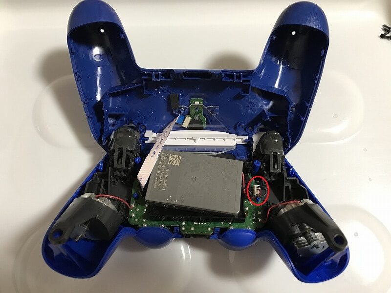 PS4コントローラー コネクタはずす